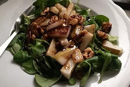 Feldsalat mit gebratenen Birnen und Walnüssen 47