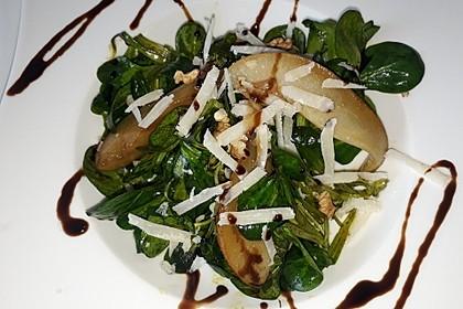Feldsalat mit gebratenen Birnen und Walnüssen 43