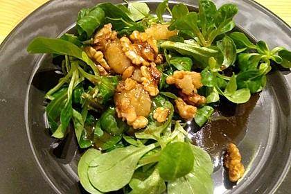 Feldsalat mit gebratenen Birnen und Walnüssen 58