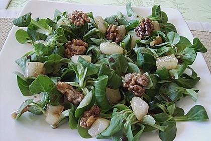 Feldsalat mit gebratenen Birnen und Walnüssen 22