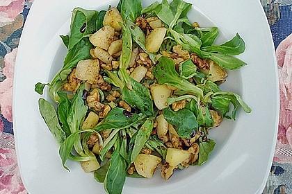Feldsalat mit gebratenen Birnen und Walnüssen 23