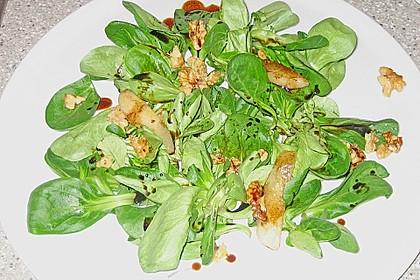 Feldsalat mit gebratenen Birnen und Walnüssen 76