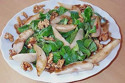 Feldsalat mit gebratenen Birnen und Walnüssen 15