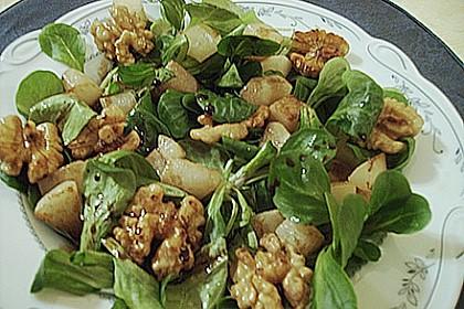 Feldsalat mit gebratenen Birnen und Walnüssen 92