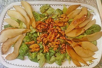 Feldsalat mit gebratenen Birnen und Walnüssen 87