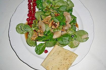 Feldsalat mit gebratenen Birnen und Walnüssen 73