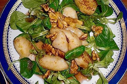 Feldsalat mit gebratenen Birnen und Walnüssen 7