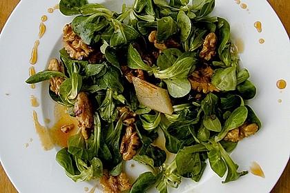 Feldsalat mit gebratenen Birnen und Walnüssen 11
