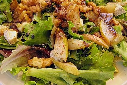Feldsalat mit gebratenen Birnen und Walnüssen 31
