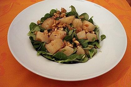 Feldsalat mit gebratenen Birnen und Walnüssen 54