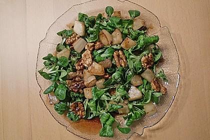 Feldsalat mit gebratenen Birnen und Walnüssen 30