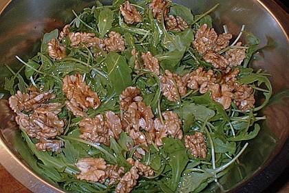 Feldsalat mit gebratenen Birnen und Walnüssen 94