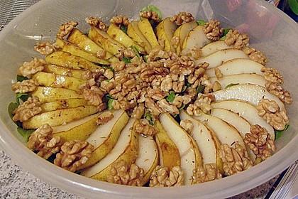 Feldsalat mit gebratenen Birnen und Walnüssen 71