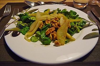 Feldsalat mit gebratenen Birnen und Walnüssen 61