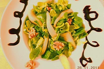 Feldsalat mit gebratenen Birnen und Walnüssen 89