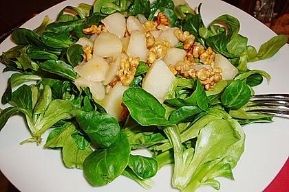 Feldsalat mit gebratenen Birnen und Walnüssen 26