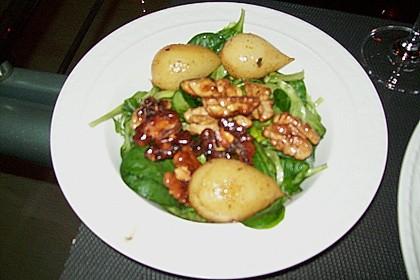 Feldsalat mit gebratenen Birnen und Walnüssen 101