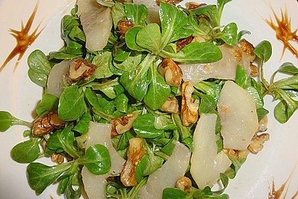 Feldsalat mit gebratenen Birnen und Walnüssen 19