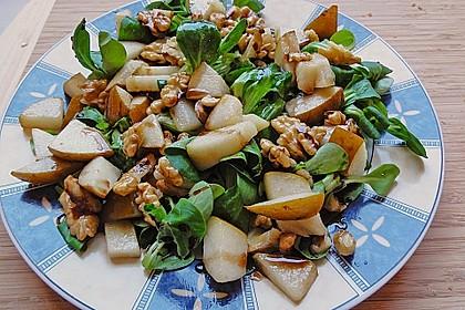 Feldsalat mit gebratenen Birnen und Walnüssen 17