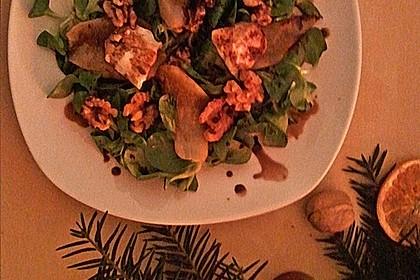 Feldsalat mit gebratenen Birnen und Walnüssen 96
