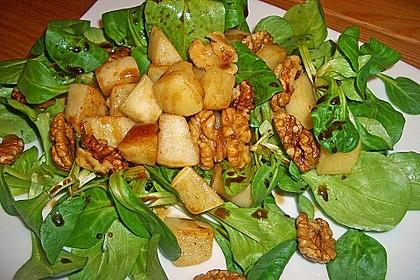 Feldsalat mit gebratenen Birnen und Walnüssen 56