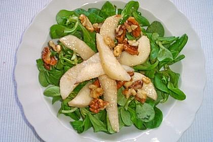 Feldsalat mit gebratenen Birnen und Walnüssen 90