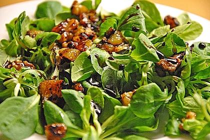 Feldsalat mit gebratenen Birnen und Walnüssen 62