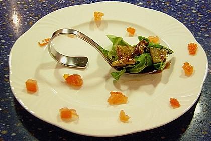 Feldsalat mit gebratenen Birnen und Walnüssen 70