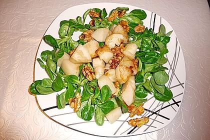Feldsalat mit gebratenen Birnen und Walnüssen 29