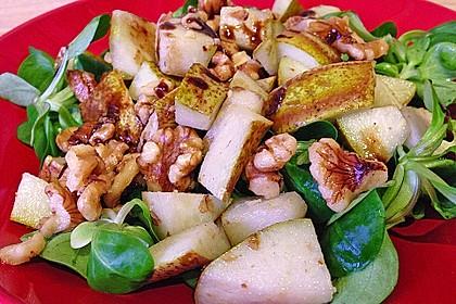 Feldsalat mit gebratenen Birnen und Walnüssen 37