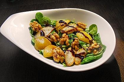 Feldsalat mit gebratenen Birnen und Walnüssen 2