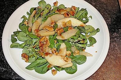 Feldsalat mit gebratenen Birnen und Walnüssen 20