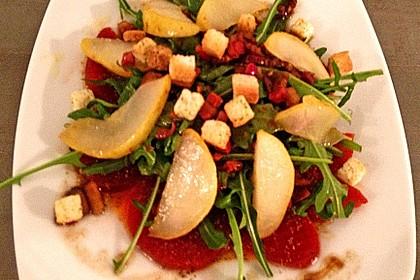 Feldsalat mit gebratenen Birnen und Walnüssen 66