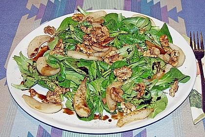 Feldsalat mit gebratenen Birnen und Walnüssen 82