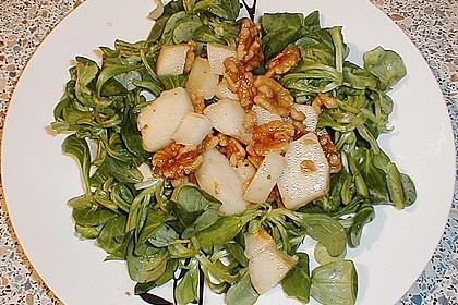 Feldsalat mit gebratenen Birnen und Walnüssen 80