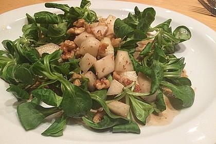 Feldsalat mit gebratenen Birnen und Walnüssen 32