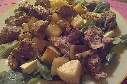Feldsalat mit gebratenen Birnen und Walnüssen 68