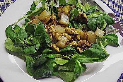 Feldsalat mit gebratenen Birnen und Walnüssen 38