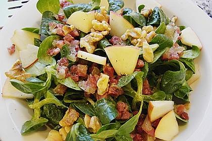 Feldsalat mit gebratenen Birnen und Walnüssen 28