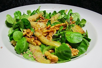 Feldsalat mit gebratenen Birnen und Walnüssen 8