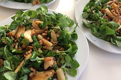 Feldsalat mit gebratenen Birnen und Walnüssen 12