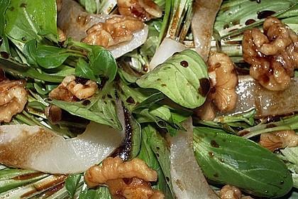 Feldsalat mit gebratenen Birnen und Walnüssen 72