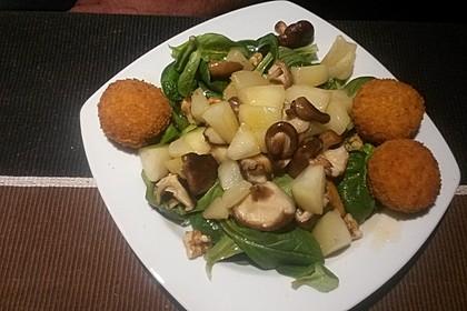 Feldsalat mit gebratenen Birnen und Walnüssen 65