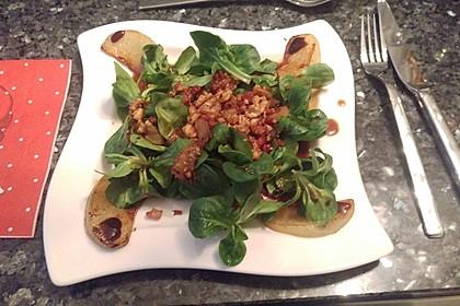 Feldsalat mit gebratenen Birnen und Walnüssen 52