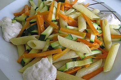 Penne mit Zucchini und Möhren in Salbeibutter 1