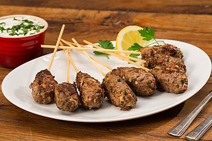 Spieße mit Lammhackfleisch und Schafskäse
