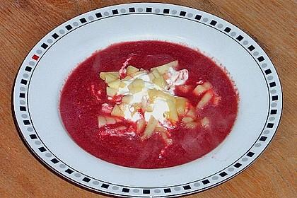 Rote - Bete Suppe mit Meerrettich und Apfelwürfeln 7