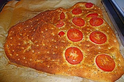 Focaccia mit Tomaten und Rosmarin (Bild)