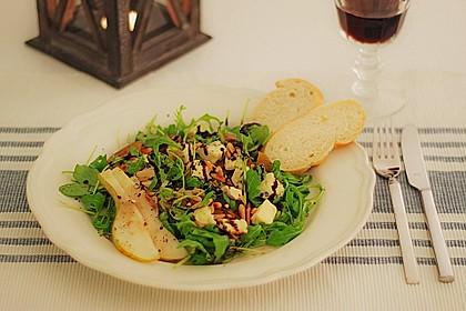 Rucolasalat mit karamellisierten Birnen, Blauschimmelkäse und Pinienkernen 1