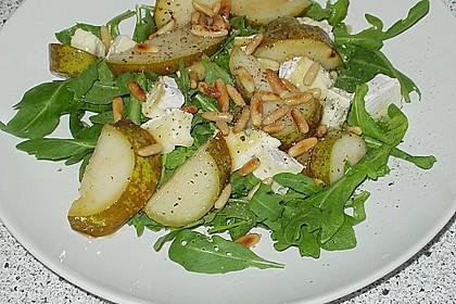 Rucolasalat mit karamellisierten Birnen, Blauschimmelkäse und Pinienkernen 4